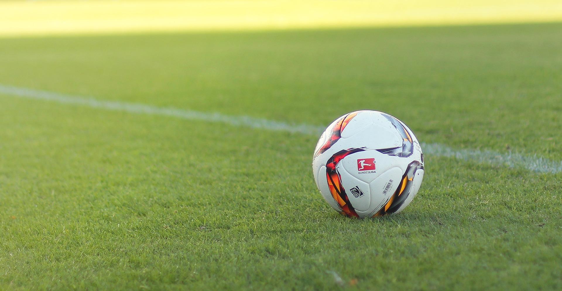 football-1439082_1920