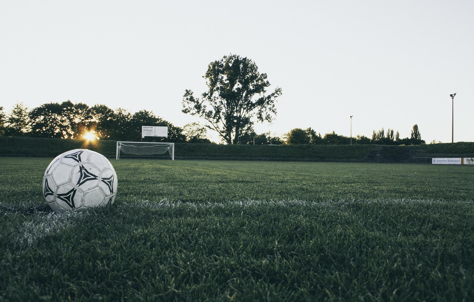 football-1486353_1920
